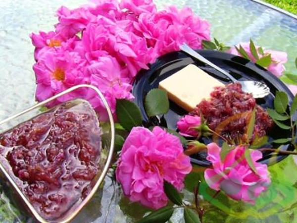 محصولات گل محمدی